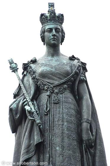 Photo Of Statue Of Queen Victoria Bc Parliament Building Scott L Robertson Photography