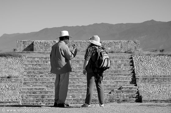 Monte Alban Guide 2 BW