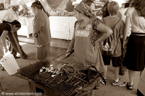 Grilling Onions, Tlacolula Market BW