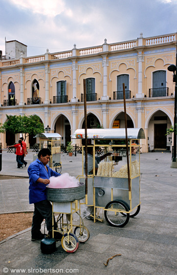 Photo of cotton candy man plaza 9 de julio salta scott for Comedor 9 de julio salta