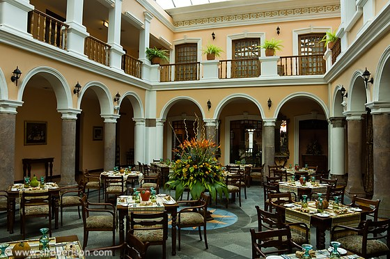 hotel patio andaluz quito: