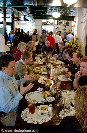 Dining room full of patrons at Lady & Sons Restaurant, Savannah